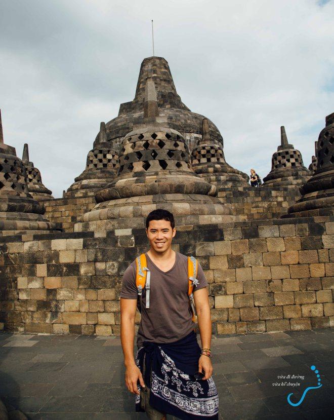 Tác giả tự sướng ở Borobudur :)