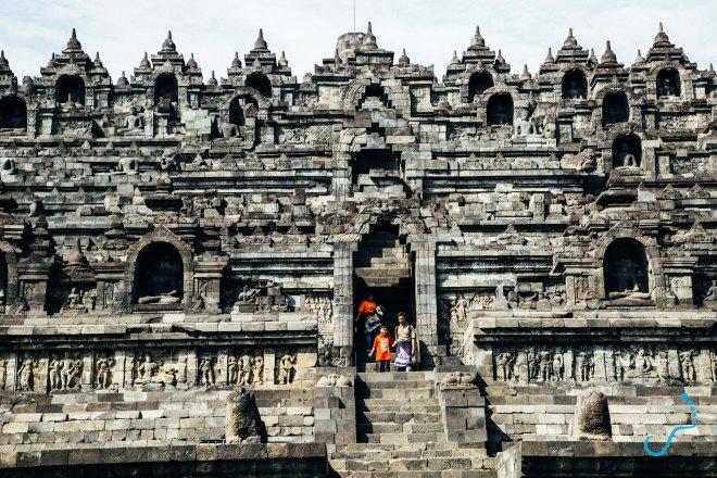Sự đồ sộ của ngôi đền Phật Giáo ở Java