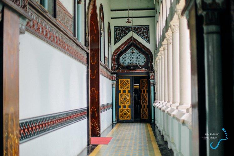 Hành lang đền thờ Raya