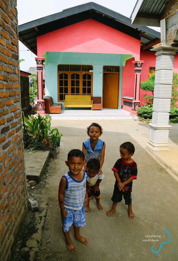 Bọn trẻ hàng xóm nhà Martin
