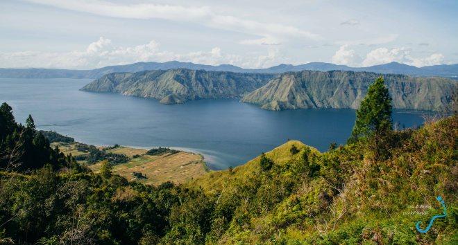 Góc hồ nhìn từ phía nam đảo Samosir